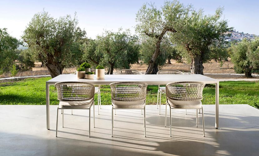 Contour armchairs_Illum table